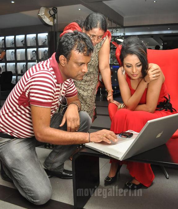 http://4.bp.blogspot.com/_kLvzpyZm7zM/S8VZET6jhSI/AAAAAAAAJh8/WZFsWz9bibk/s1600/Tamil_actress_Meenakshi_Hot_Photo_Shoot_images_10.jpg