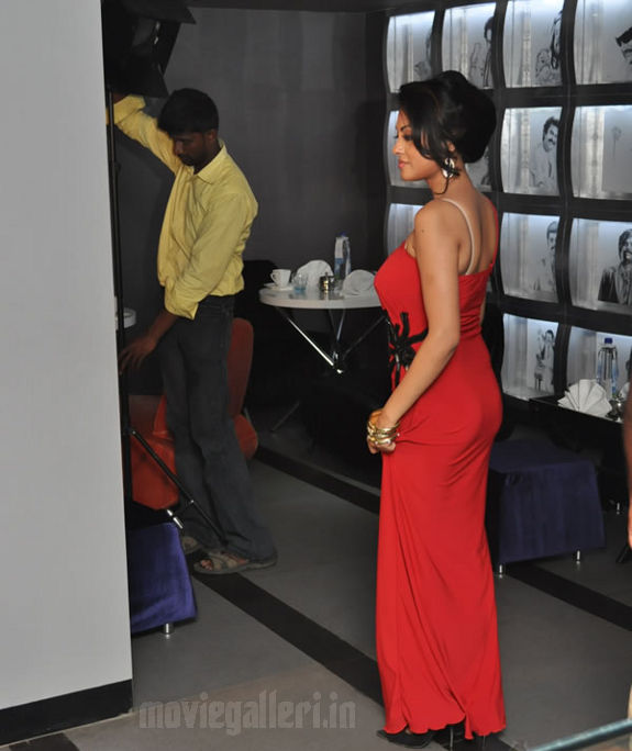 http://4.bp.blogspot.com/_kLvzpyZm7zM/S8VZRKEg7vI/AAAAAAAAJik/4MhBKbtIjnE/s1600/Tamil_actress_Meenakshi_Hot_Photo_Shoot_images_05.jpg