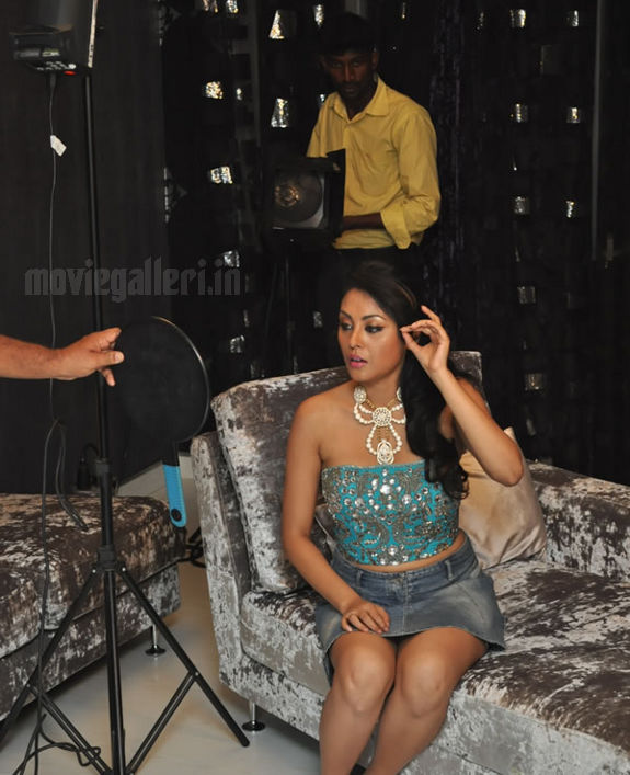 http://4.bp.blogspot.com/_kLvzpyZm7zM/S8VZSc4nfjI/AAAAAAAAJjE/NJ8jjIn1xOM/s1600/Tamil_actress_Meenakshi_Hot_Photo_Shoot_images_01.jpg