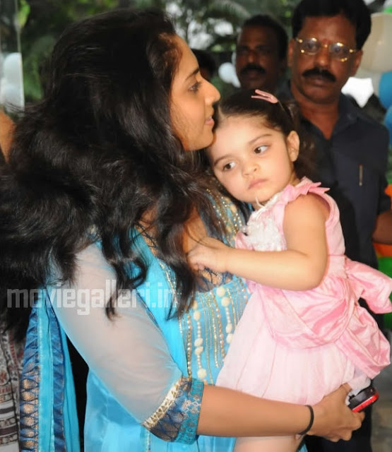 anoushka ajith latest pics
