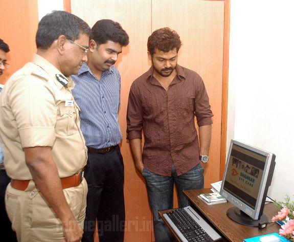http://4.bp.blogspot.com/_kLvzpyZm7zM/S9Wi5GUE-kI/AAAAAAAAKic/d5fXfZ-OJoI/s1600/karthi-Dr-Vijay-Shankar-Website-launch-stills-01.jpg
