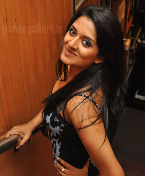http://4.bp.blogspot.com/_kLvzpyZm7zM/S9hFWLbxzxI/AAAAAAAAKu8/2ZIIjVaWWtw/s1600/vimala-raman-hot-photos-pics-stills-wallpapers-images-06.jpg