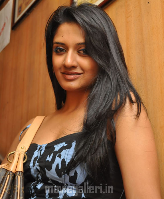 http://4.bp.blogspot.com/_kLvzpyZm7zM/S9hFWh6DigI/AAAAAAAAKvE/bbglYeCyEZE/s1600/vimala-raman-hot-photos-pics-stills-wallpapers-images-05.jpg