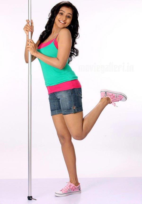 http://4.bp.blogspot.com/_kLvzpyZm7zM/S_-_Cr5gmxI/AAAAAAAAOZo/MPuAdI9ATZs/s1600/remya-nambeesan-photo-shoot-stills-06.jpg