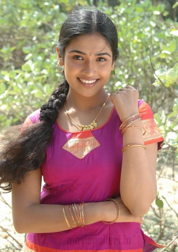 http://4.bp.blogspot.com/_kLvzpyZm7zM/TB48J_Xw1WI/AAAAAAAAP9s/FQtW9wRALVQ/s1600/Tamil_actress_vidya_stills_photos_05.jpg