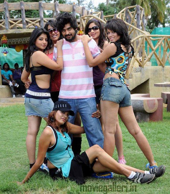 Vaada Poda Nanbargal Movie Stills