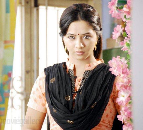 http://4.bp.blogspot.com/_kLvzpyZm7zM/TDVut-GpxzI/AAAAAAAARMg/NAh29RUEQOc/s1600/thaa_movie_actress_nisha_stills_03.jpg