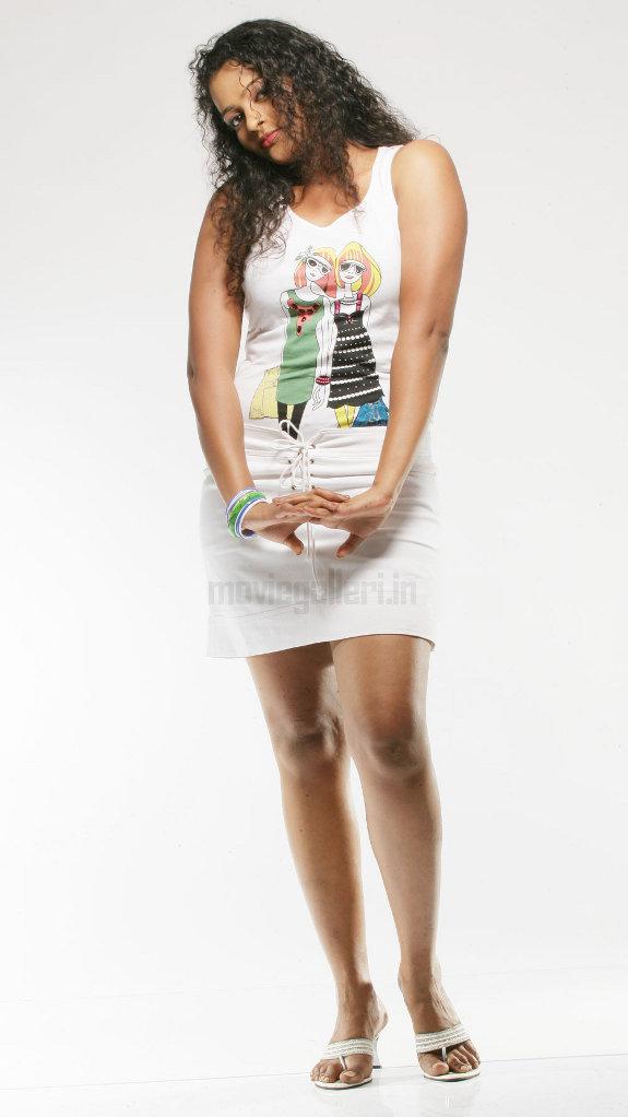 http://4.bp.blogspot.com/_kLvzpyZm7zM/TE0EX5Ll0TI/AAAAAAAATco/3kOFTpnpFko/s1600/actress_sonia_deepti_photo_shoot_02.jpg