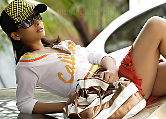 http://4.bp.blogspot.com/_kLvzpyZm7zM/TE_gPmIwYdI/AAAAAAAATos/UP0dacBUUCo/s1600/yudham_sei_heroine_dipa_shah_07.jpg