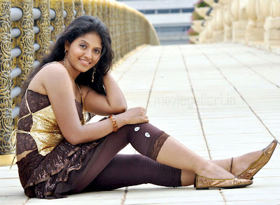 actress anjali hot stills from maharaja