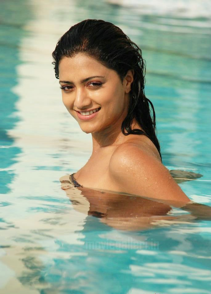 mamta mohandas hot Actress