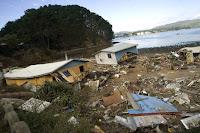 Cile: cadaveri trascinati dal mare e nuove scosse