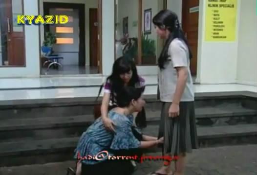 Aini berlutut, Utari mengizinkan Amira untuk tes darah karena pasti