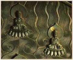 Bodhisattvas en el halo de Buda