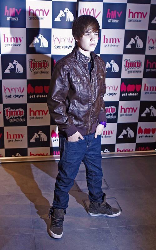 justin bieber shoes. justin bieber society Justin
