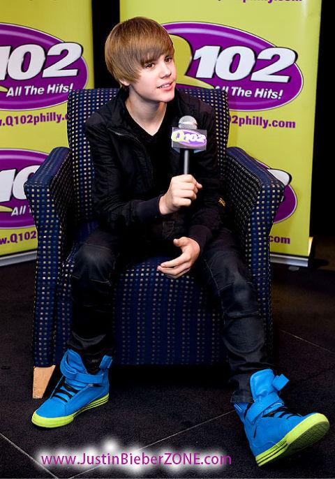 justin bieber hoodie and hat. purple justin bieber hoodie. justin bieber purple supras.