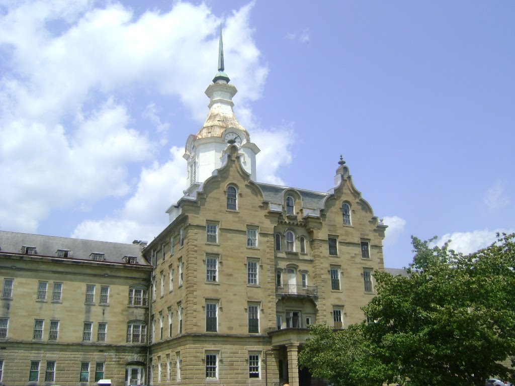 for lunch we stopped in weston wv home of the now defunct trans appalachian lunatic asylum also known in more recent times as the weston state hospital