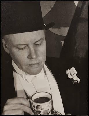 Carl+Van+Vechten+with+a+teacup+and+top+hat-1934March9.jpg