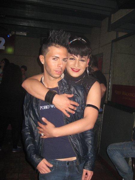 TAVY Y SU NIÑO ARON