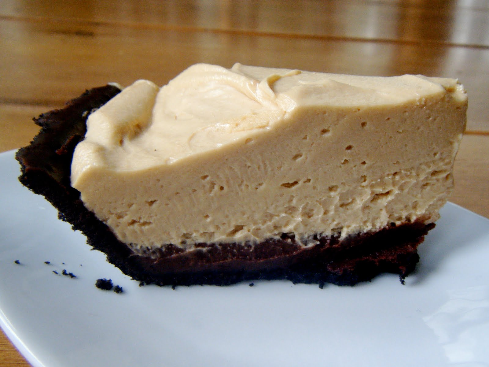 Clutzy Cooking: Chocolate Peanut Butter Mousse Pie
