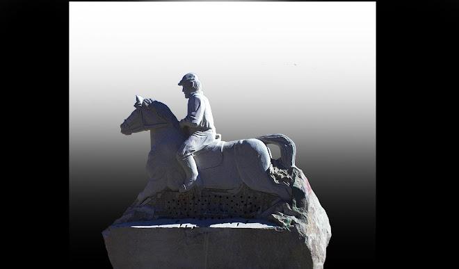 Cavaleiro da Aldeia Velha escultura em granito de tamanho natural