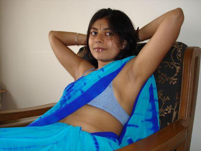 Hot Aunty in blue saree