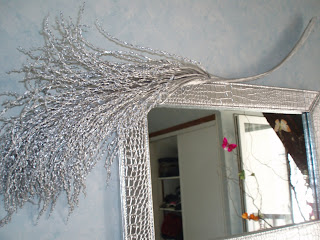 D 39 une branche l 39 autre un miroir customis for Miroir long argente