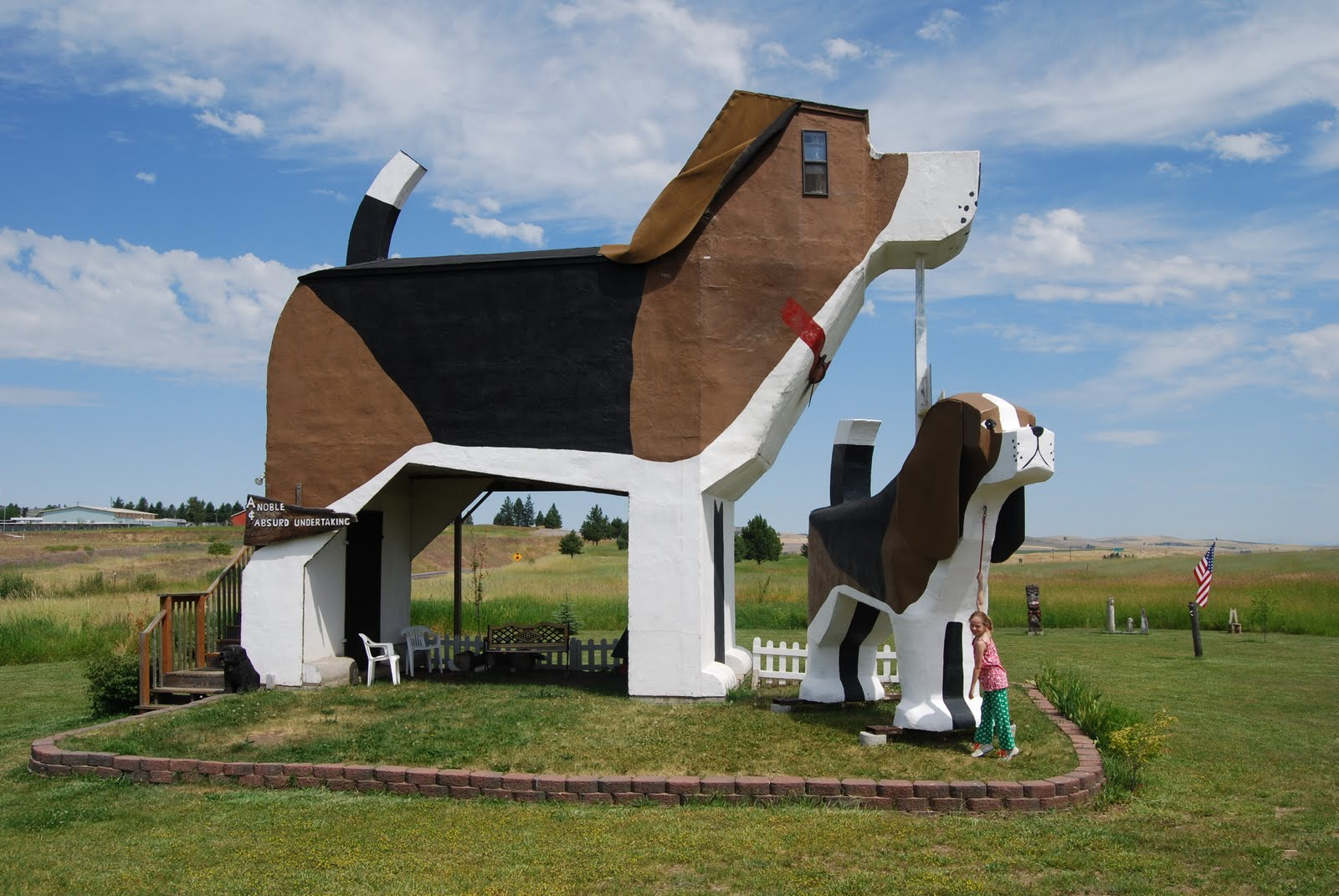 The putneys s 39 more america dog bark park inn cottonwood for Building a house in idaho