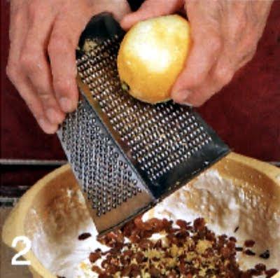 Как приготовить творожную запеканку с изюмом (шаг 2)