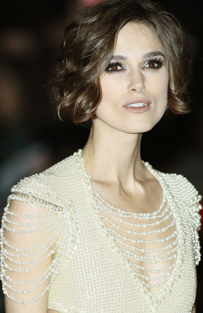 bittersweet vogue keira knightley in chanel. Black Bedroom Furniture Sets. Home Design Ideas