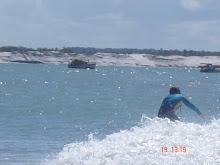 surfando em baía formosa