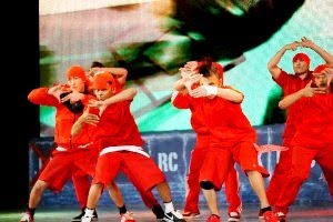 Giller Battle Crew Theme House Breaking (8tv Showdown 2010),Giller Battle Crew Wins Fans Heart
