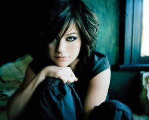 i dont hook up kelly clarkson What does kelly clarkson's song i do not hook up mean we have the answer.