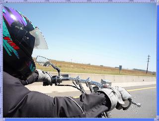 Selección realizada con la herramienta de selección de primer plano a la imagen donde estoy manejando la moto Suzuki Intruder