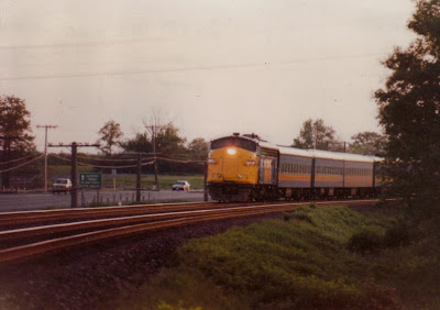 Good LRC Consists Of 6 10 Cars Had One LRC Locomotive At Each End.