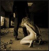 De joelhos me entreguei a ti sem reservas ou medos, conquistaste minha submissão......