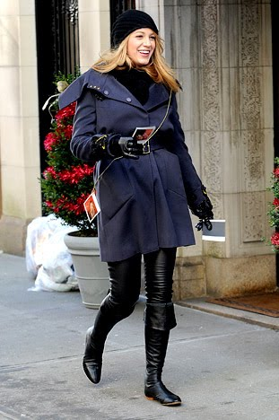 Blake Lively Boots on Blake Lively Black Knee High Flat Boots Blake Lively Black Flat Boots