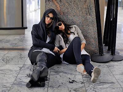 Kardashian Thongs on Kim Kardashian In Africa Wearing Givenchy Jelly Sandals Kim Kardashian