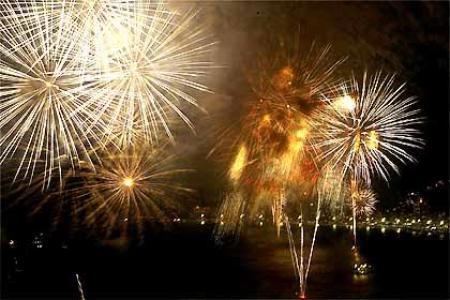 juntamente com as comemoracoes de ano novo emana a esperanca de uma