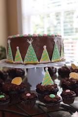 "9"" Round Layer Cake w/ 24 mini cupcakes"