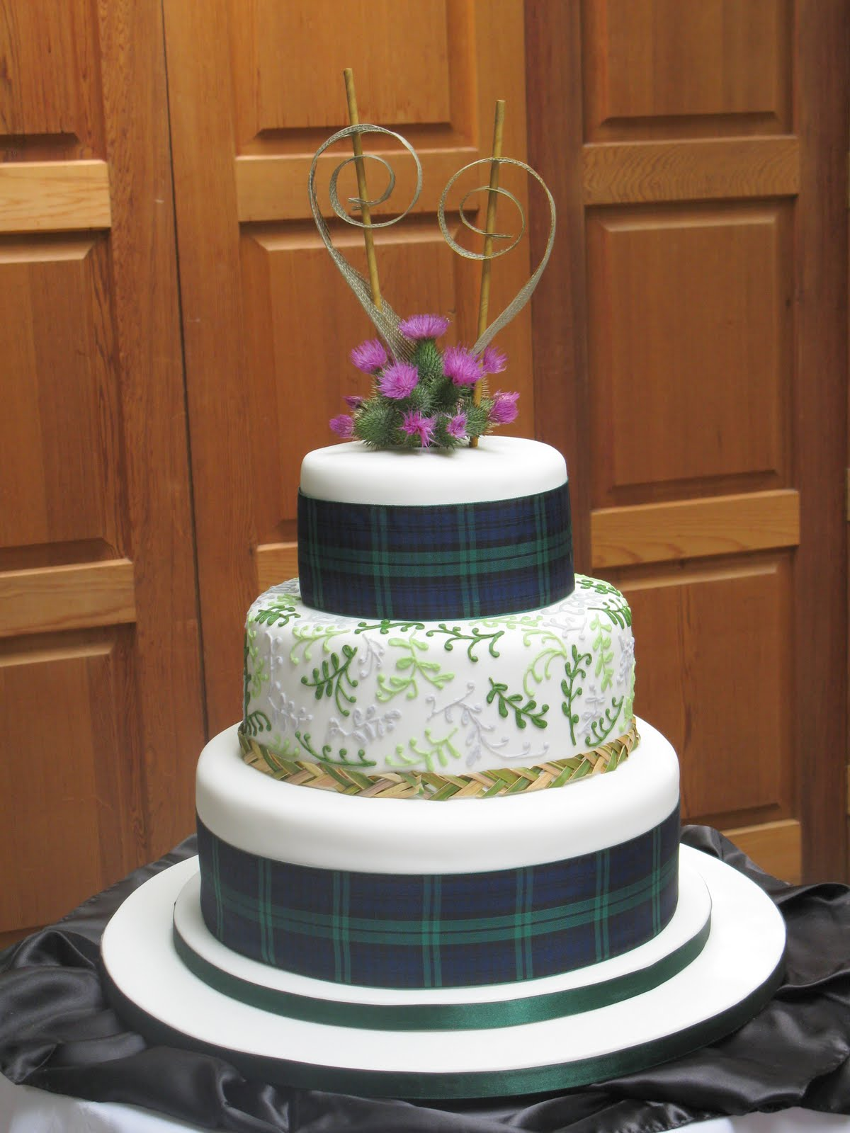 Sweet Bites Cakes: Scottish and New Zealand Themed Cake