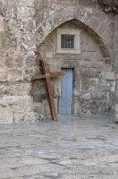 Крест около храма Гроба Господня