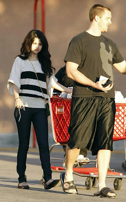 Selena Gomezstyle on Steal Their Style  Selena Gomez S Cute And Candid Style