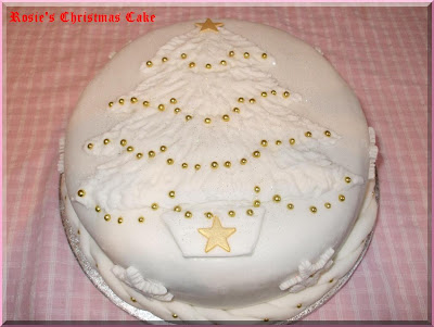 Rosie 39s Christmas Cake This year I have gone for a simple but what I think