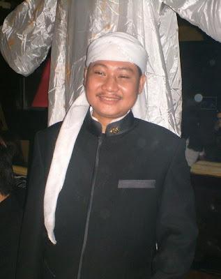 http://4.bp.blogspot.com/_kkm6mPLMvD8/SR8fKm7gBTI/AAAAAAAAAA8/h0LWmzKwHhw/s400/ki_kusumo_004.jpg