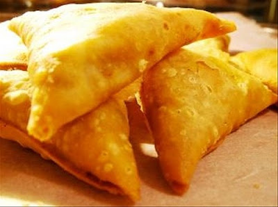 Vegetable and chicken samosa