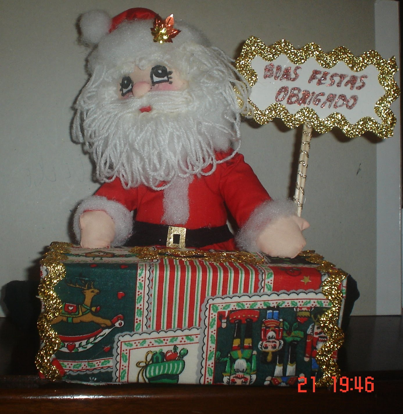 Com As Mãos Pai Natal Com Caixinha Para Gorjetas