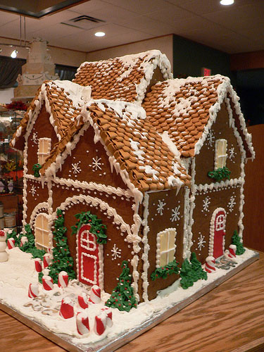 it would be magic all the other blogs would be jealous i am sure that our gingerbread house would turn out like this - Nightmare Before Christmas Gingerbread House