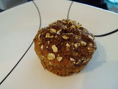 banana oat muffin streusel top