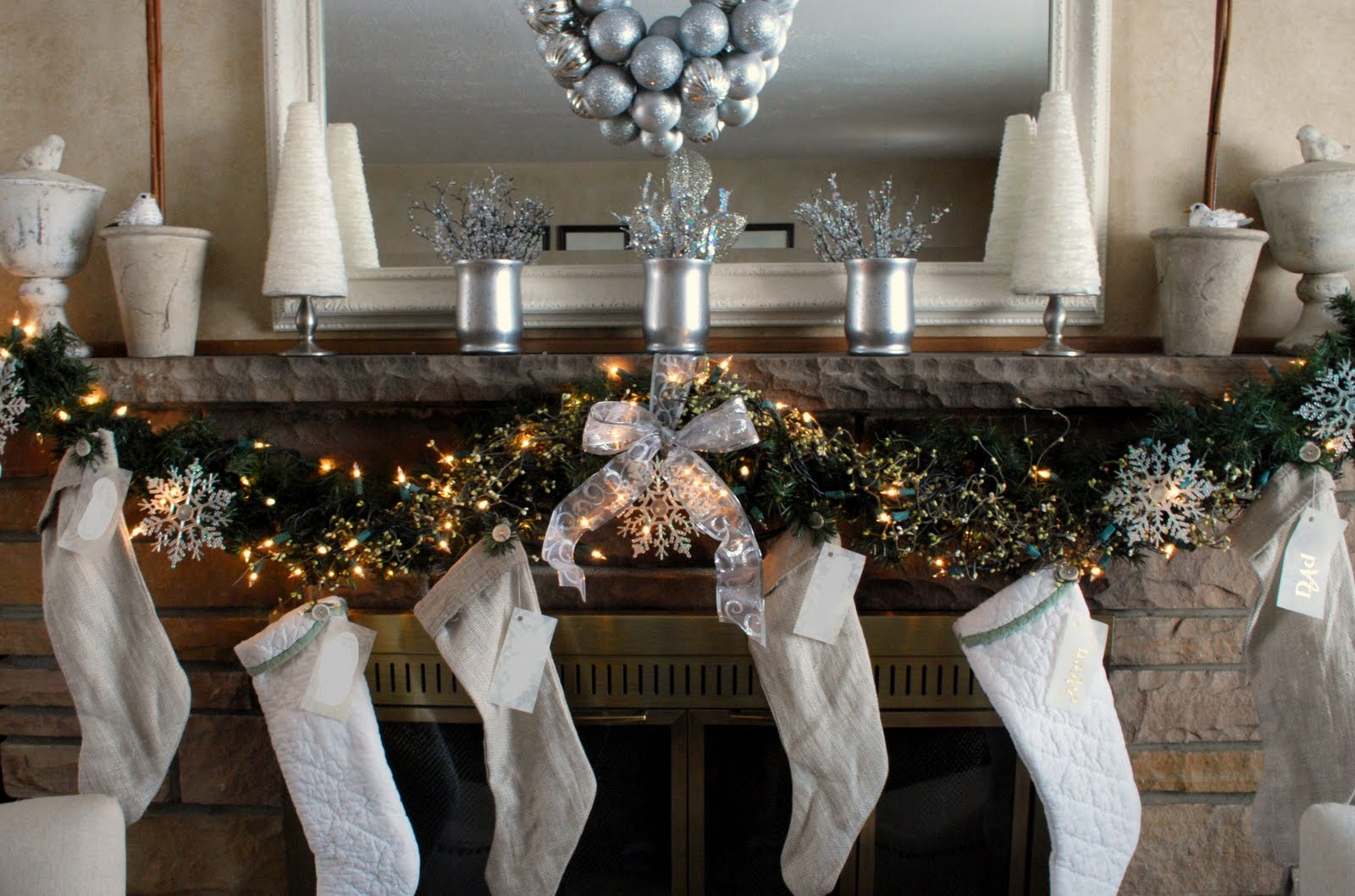 my christmas mantel wendy hyde lifestyle. Black Bedroom Furniture Sets. Home Design Ideas